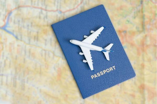 Hộ chiếu và giấy tờ tùy thân cần thiết