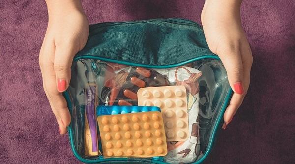 hộp y tế khi đi du lịch